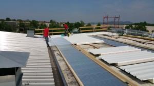 Finestre per tetti di capannone general cover le migliori for Finestre x tetti