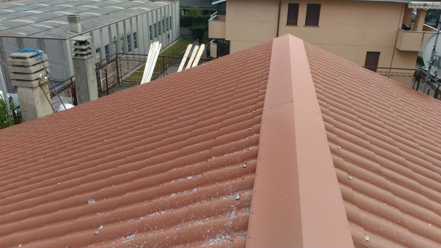 Rifacimento tetto civile con pannello finto coppo a meda mb for Copertura finto coppo