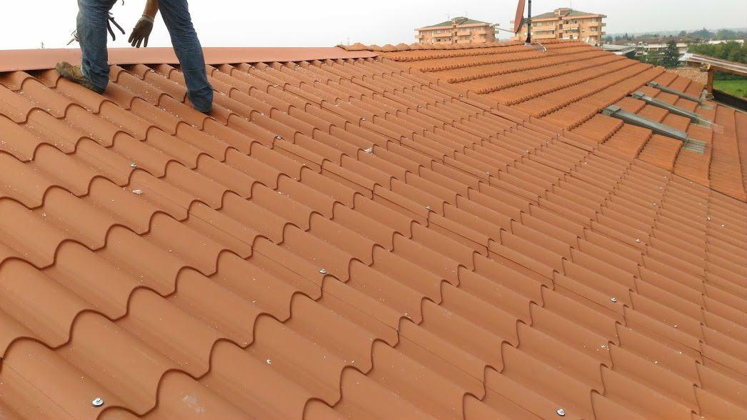Rifacimento tetto civile con pannello finto coppo a meda mb for Finto coppo